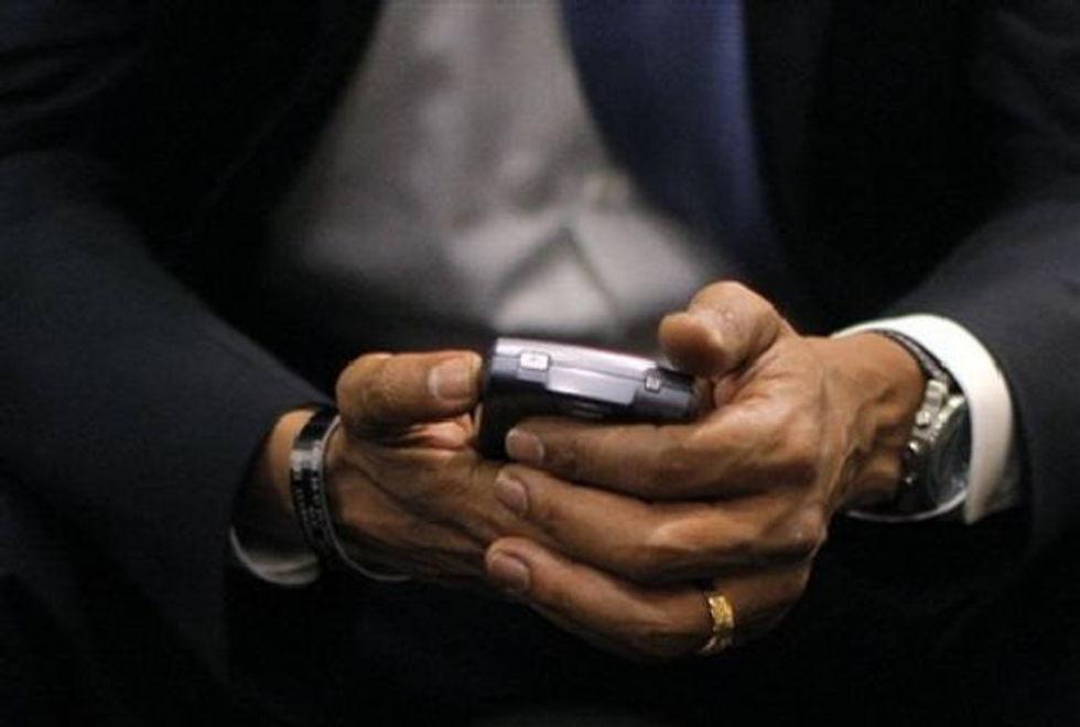 Obama får behålla sin Blackberry